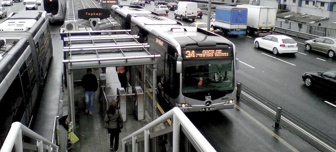 Istanbul's Metrobüs bus rapid transit system