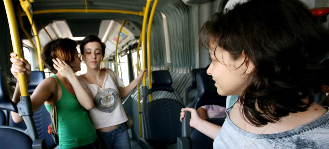 Passengers on board TransOeste BRT. Photo by Benoit Colin/EMBARQ.