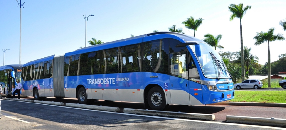 TransOeste bus rapid transit (BRT) corridor. Photo by Mariana Gil/EMBARQ Brazil.