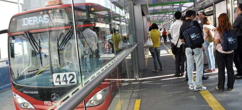 Metrobús BRT station in Mexico City. Photo by Mariana Gil/EMBARQ Brasil.