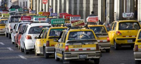 Taxis in Arequipa, Peru. Photo by Ethan Arpi/EMBARQ.