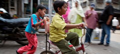 Children at play in Mumbai. Photo by EMBARQ.