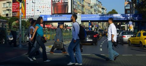 Pedestrian crossing in Istanbul, Turkey. Photo by IMF/Flickr. Cropped.