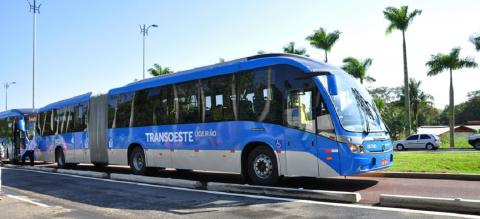 TransOeste bus rapid transit (BRT) corridor. Photo by Mariana Gil/EMBARQ Brazil.