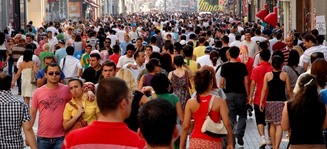 Pedestrians - Istanbul, Turkey. Photo by Romel Jacinto/Flickr.