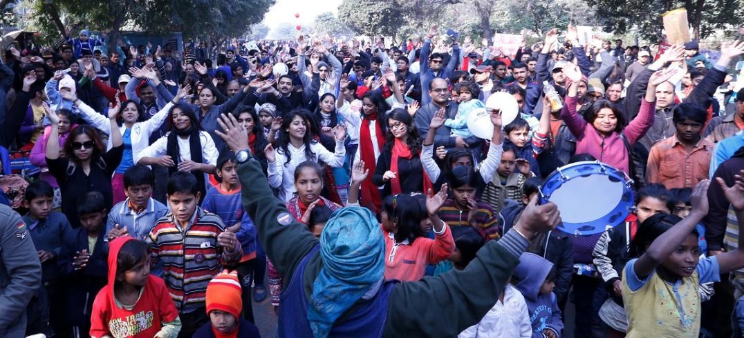 Raahgiri Day Crowd. Photo by EMBARQ.