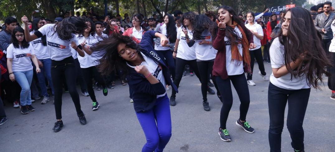 Dancers at Raahgiri Day. Photo by EMBARQ.