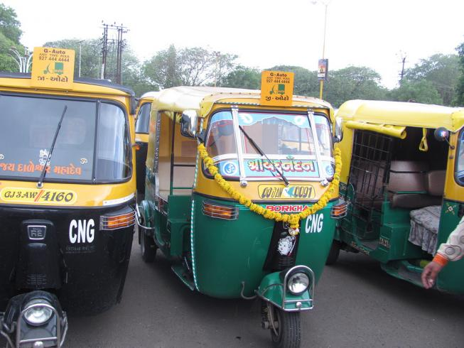 Rajkot Auto-rickshaw Fleet. Photo by EMBARQ.